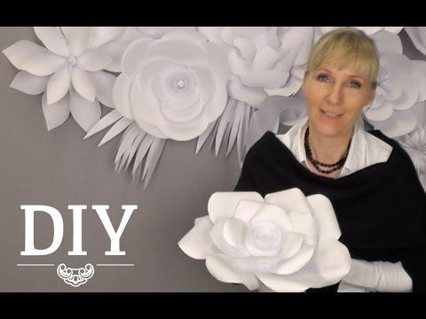 Große Blüten aus Papier als Dekoration