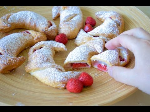 Strawberry-Cheescake Croissants