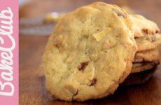 Weiße Macadamia Cookies backen