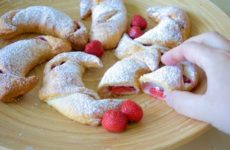 Strawberry-Cheescake Croissants